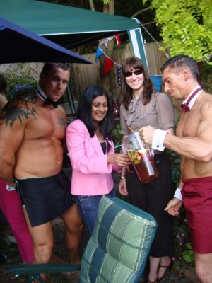 Couple of butlers posing with girls