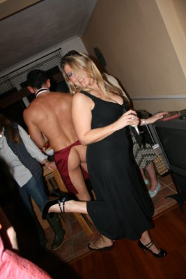 Girl checky pose with butler